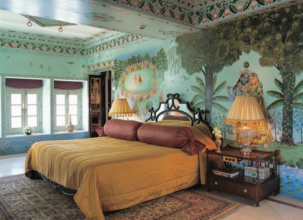 Taj-Lake-Palace-room-1024x745.jpg